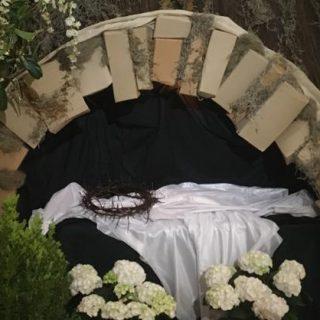 pusty grób