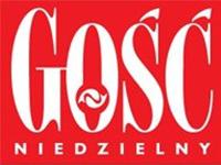 """Biały napis """"Gość Niedzielny"""" na czerwonym tle - logo tygodnika"""