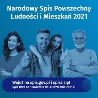 Rodzina 4 osobowa na niebieskim tle z napismi informacyjnymi o Narodowym Spisie Powszechnym