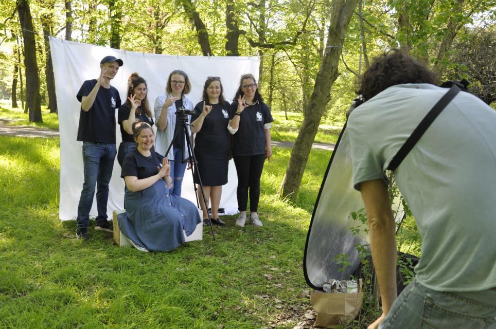 Sesja zdjeciowa wolontariuszy - Sesja zdjęciowa z wiosną w tle