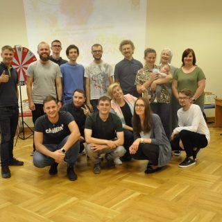 Zdjęcie grupowe uczestników Jubileuszowego X Niepowtarzalnego Spotkania