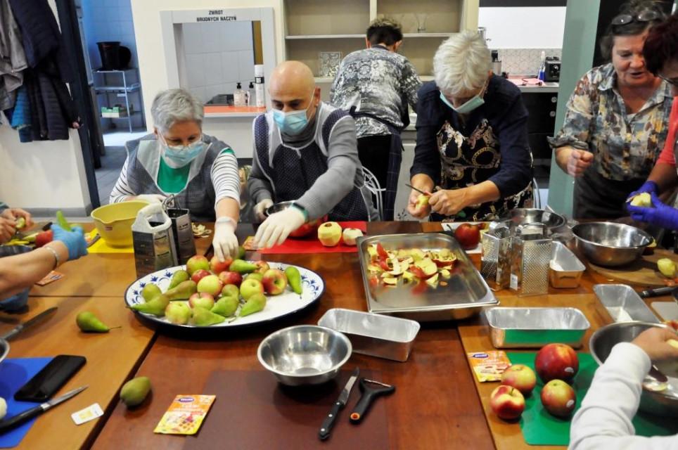 Seniorzy gotuja - Seniorzy gotują